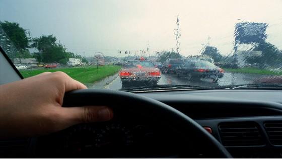 Советы для безопасного вождения в дождь